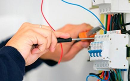 electricistas en Valencia - toma