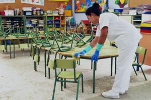 limpieza de colegios- sillas verdes