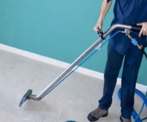 limpieza de comunidades en Valencia - aspirar