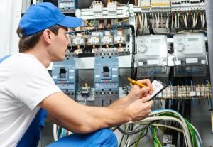 Electricistas baratos en Valencia - chico