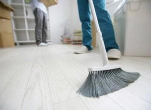 limpieza de fin de obra en Valencia - escoba