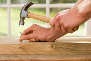 servicio de carpinteria en Valencia - clavo