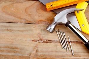 servicio de carpinteria en Valencia - martillo