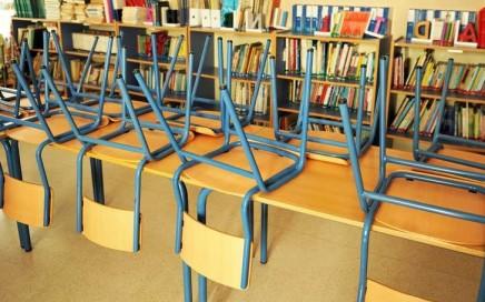 limpieza de colegios en Valencia - sillas amarillas