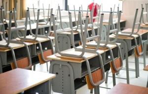 limpieza de colegios en Valencia - mesas limpias