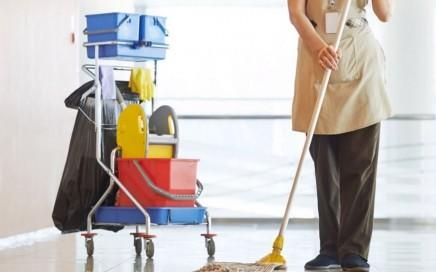 limpieza de colegios en Valencia - señora de la limpieza
