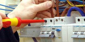empresa de electricidad en Valencia - destornillador