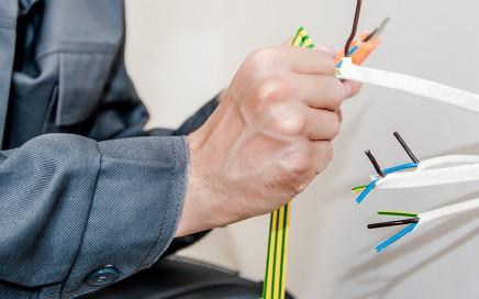 servicios de electricidad en Valencia - cableado cortado