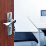 ¿Quieres aprender a cuidar tus puertas y muebles?