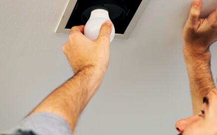 servicios de electricidad en valencia - bombilla led