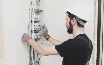 trabajos de electricidad en valencia - profesional modificandon instalacion