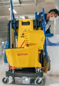 limpieza de colegios en valencia - carrito-